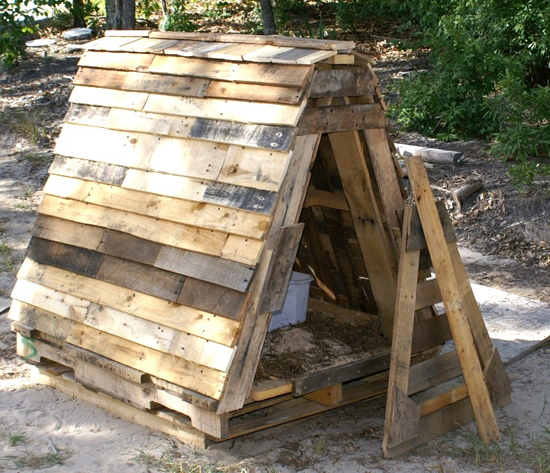 How to build a goat house using old pallets truth is treason truth is treason - How to build a dog house with pallets ...